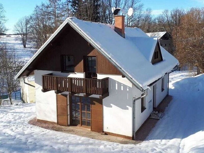 Cozy Holiday Home near Ski Area in Javorník, vakantiewoning in Janske Lazne