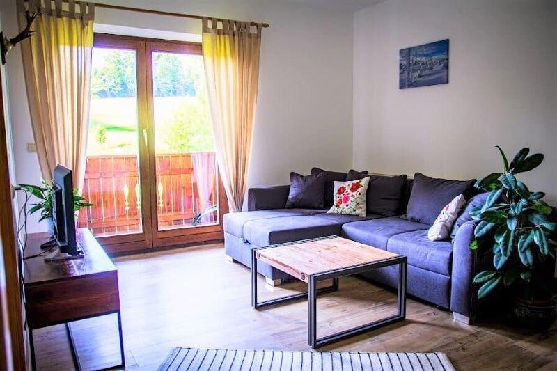 Feriendomizil mit 2 sep. Schlafzimmern und Südbalkon, holiday rental in Susice