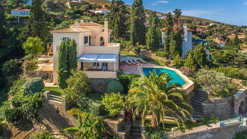 Hortensia Villa with Marvelous Multi-Level Garden, alquiler de vacaciones en Andros
