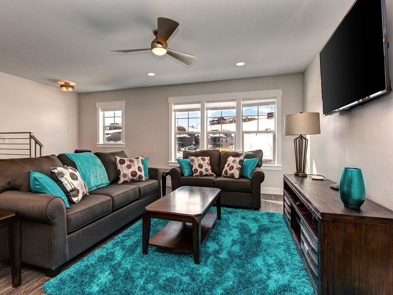 Epic Savings NOW! Must See New Stylish Townhome. Minutes to Downtown., casa vacanza a Timber Lakes