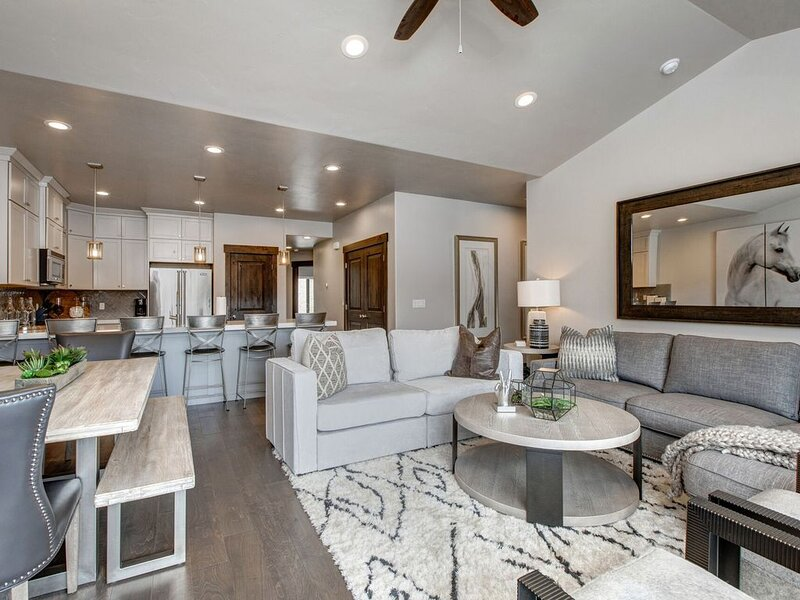 Stunning Townhome Built in 2018 Just Minutes to Historic Park City, holiday rental in Peoa