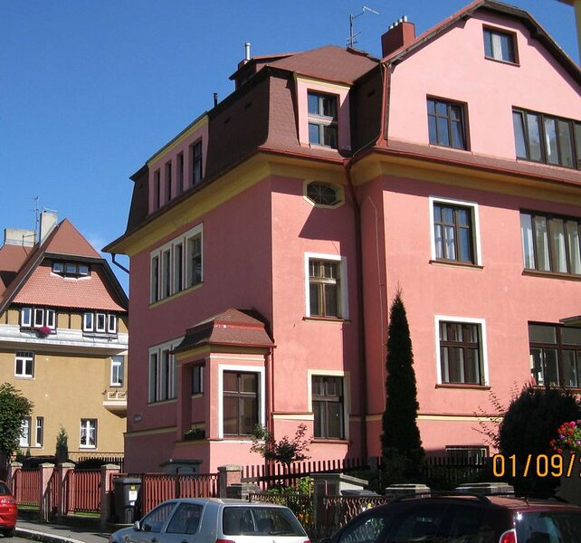 Close to historical center, new and stylish apartment in a quiet villa, conserva, alquiler de vacaciones en Karlovy Vary