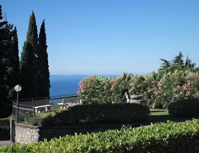 schöne Ferienwohnung mit Pool und Seesicht, Ferienwohnung in Gardola