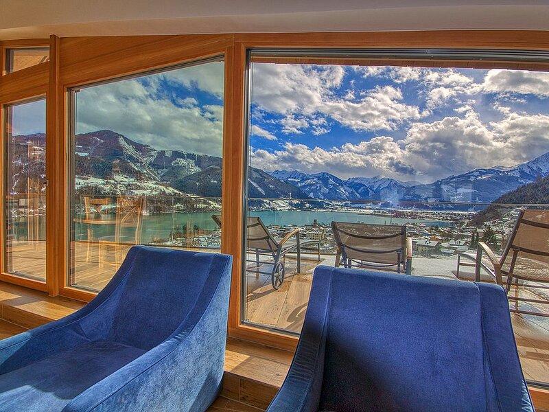 Penthouse Eagles Nest - atemberaubender Ausblick über Zell im luxuriösen Penthou, holiday rental in Zell am See