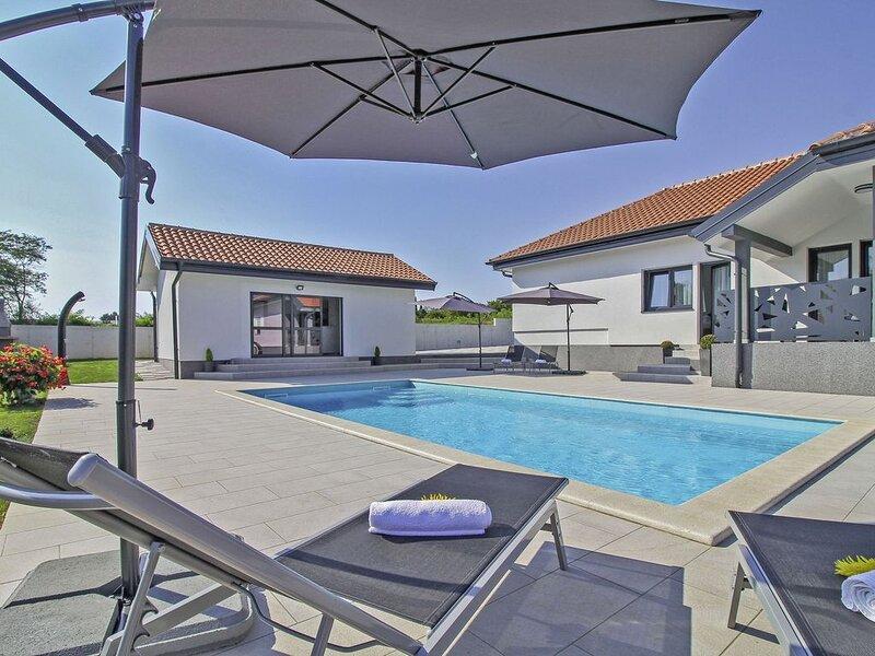 Villa Tria in Žminj (Haus für 5-6 Personen), holiday rental in Zminj