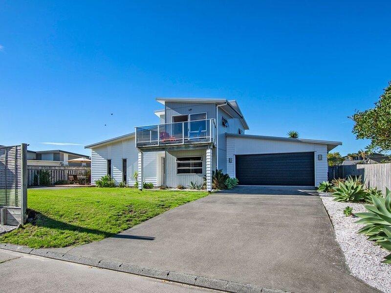 At The Beach - Ruakaka Holiday Home, holiday rental in Whangarei