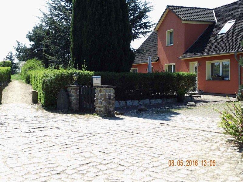Ferienwohnung mit Gartennutzung und Grillmöglichkeit, location de vacances à Garz