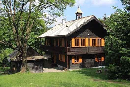 Ferienhaus mit Whirlpool und Sauna, location de vacances à Zlin Region