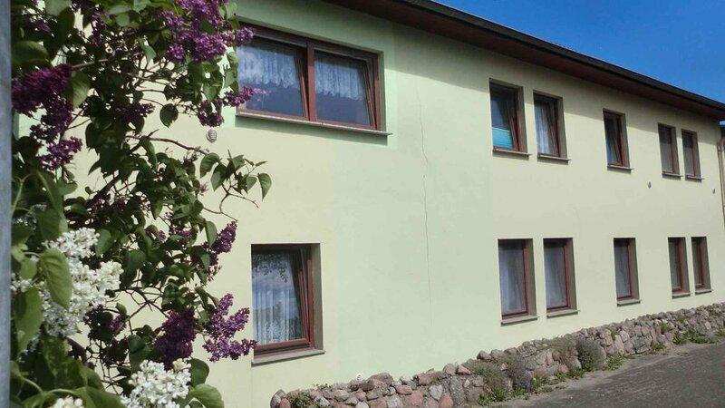 Ferienwohnung mit liebevoll eingerichtetem Kinderzimmer, holiday rental in Klockenhagen
