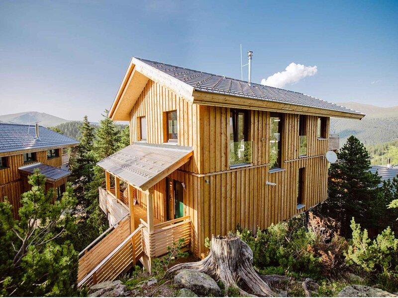 Ferienhaus mit eigener Infrarotkabine und Whirlpool, aluguéis de temporada em Turrach