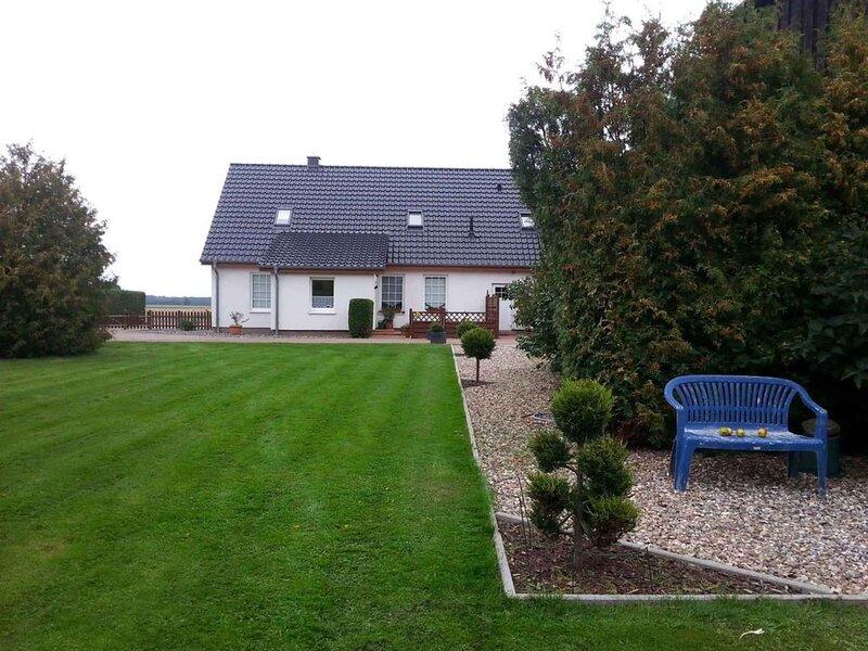 Ferienwohnung mit Grillterrasse, holiday rental in Lieschow