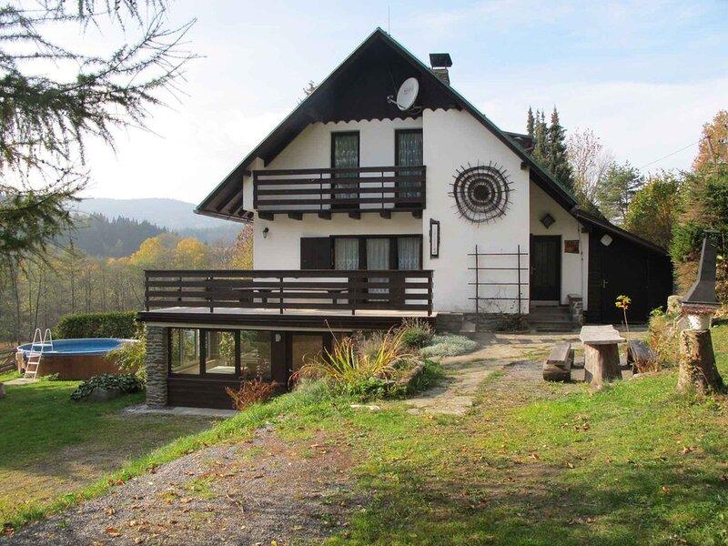 Ferienhaus mit Kamin, Sauna, Spielezimmer und beheiztem Pool, holiday rental in Pilsen Region
