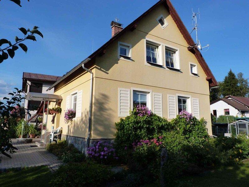 Ferienhaus mit Eckbadewanne im Riesengebirge, holiday rental in Dolni Lanov