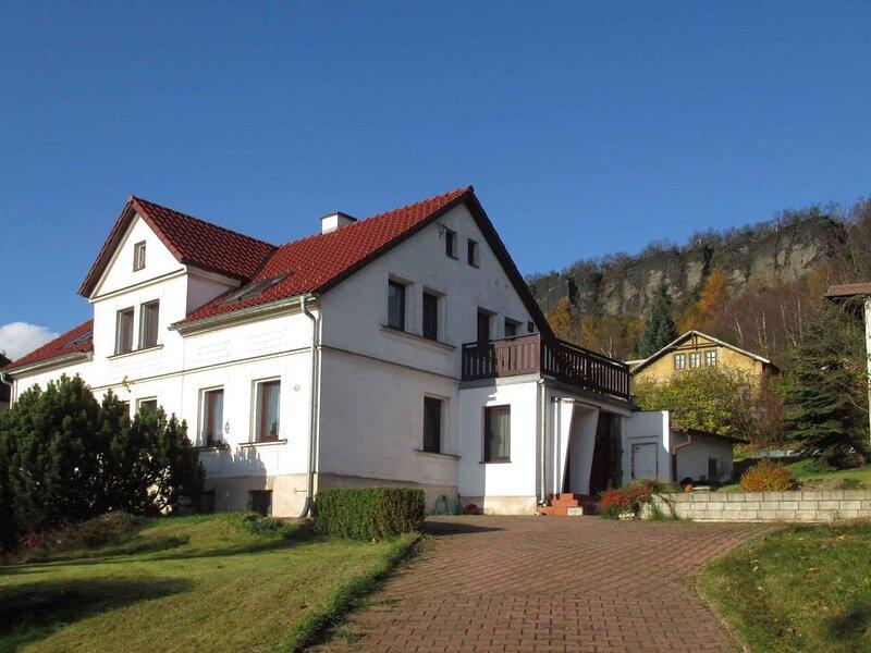 Ferienwohnung mit Aussicht auf Tyssaer Wände (Tiské stěny), vacation rental in Lauenstein