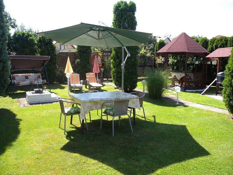 Ferienwohnung mit gepflegtem Garten, aluguéis de temporada em Siofok