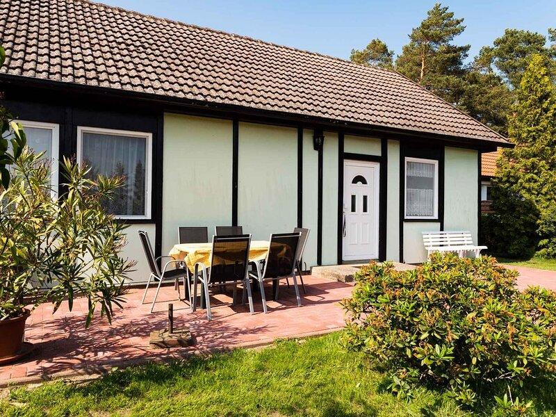 Bungalow mit Terrasse und Garten, casa vacanza a Hessenburg