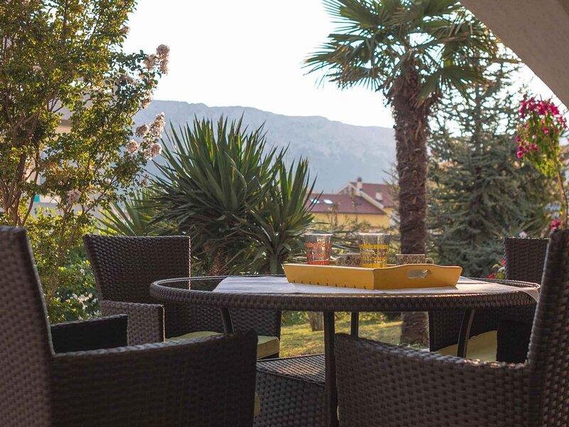 Ferienwohnung mit 20 qm Terrasse und Garten, holiday rental in Jurandvor