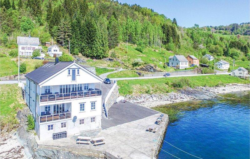 5 Zimmer Unterkunft in Strandebarm, holiday rental in Eikelandsosen