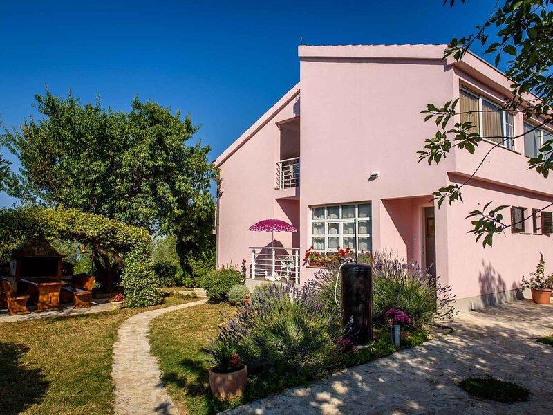 Studio mit Terrasse und Internetzugang, vacation rental in Kozino