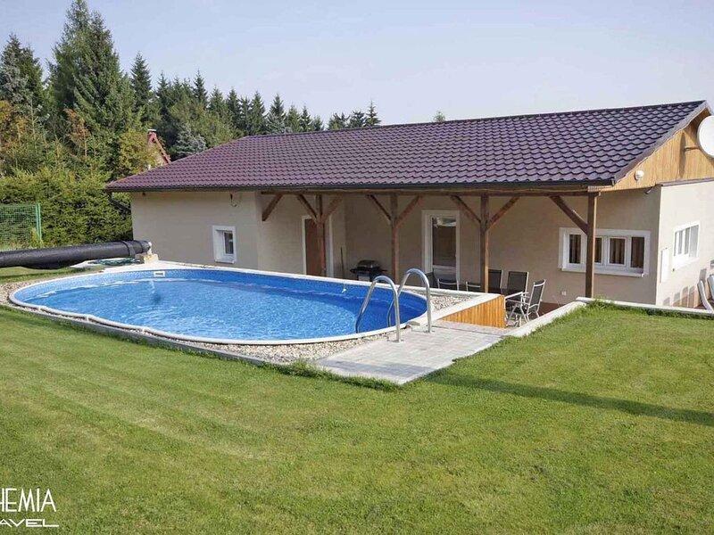 Bungalow mit dem Außenpool, location de vacances à Marienberg