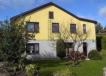 Ferienwohnung mit Terrasse und Garten, holiday rental in Bergen auf Ruegen