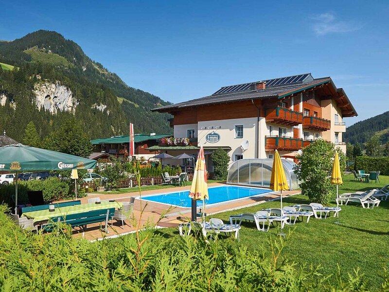 Ferienwohnung mit Aussenpool, holiday rental in Kleinarl