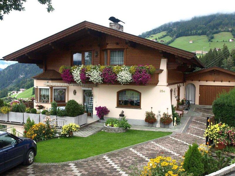 Ferienwohnung mit Bergpanorama, holiday rental in Stummerberg