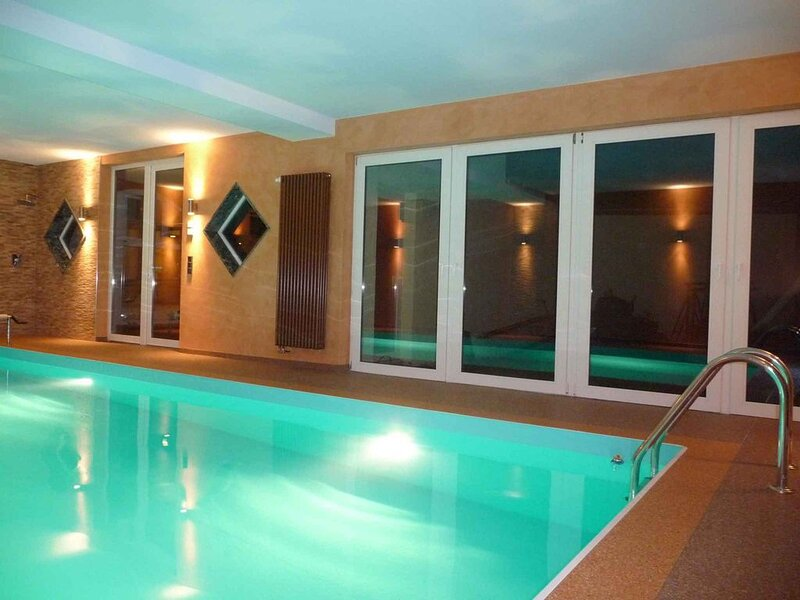 Chalet mit Garten und eigenem Schwimmbad, holiday rental in Niemegk