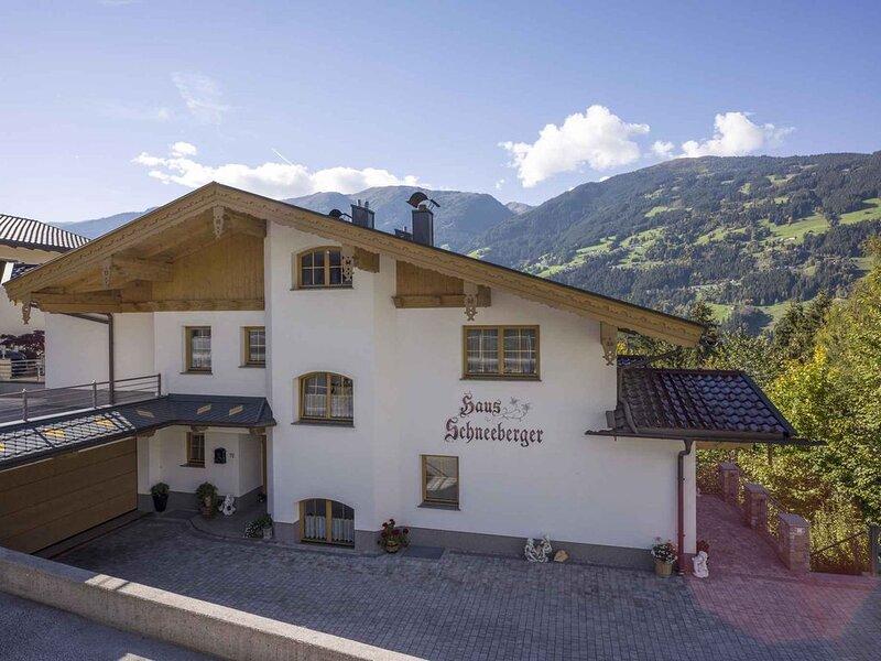 Ferienwohnung mit Balkon im Skigebiet, aluguéis de temporada em Zell im Zillertal