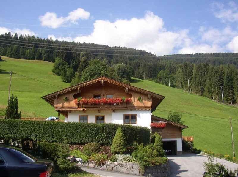Ferienhaus direkt an der Skipiste Skigebiet Hochzillertal, holiday rental in Kaltenbach