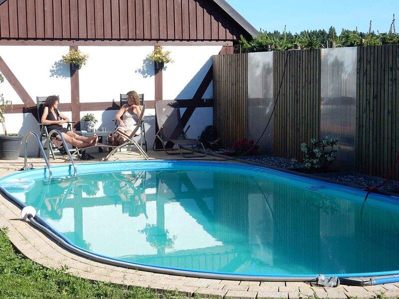 Ferienwohnung mit Terrasse und Pool, holiday rental in Gross Kordshagen