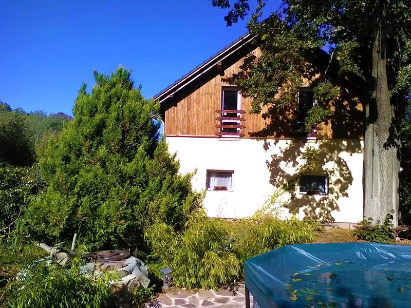 Ferienwohnung mit Kamin am Waldrand, holiday rental in Oybin