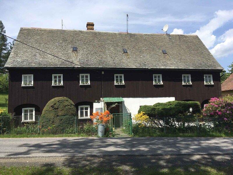 Ferienhaus mit einem großen Garten, einem Außenpool und Tischtennis, location de vacances à Gorlitz