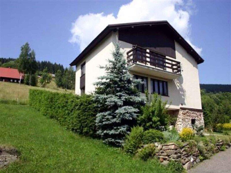 Ferienhaus mit Gartengrill direkt an Wanderwegen, holiday rental in Horni Mala Upa