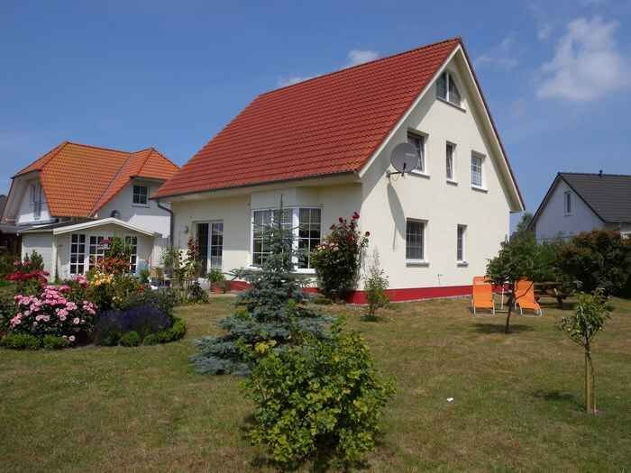 Ferienwohnung mit Garten, direkt im Kranichrastgebiet, holiday rental in Gross Mohrdorf