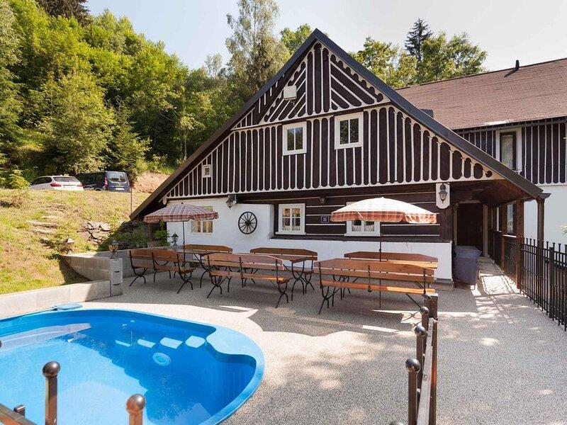 Ferienhaus Berghütte mit Infrasauna und Badefass, holiday rental in Rokytnice nad Jizerou