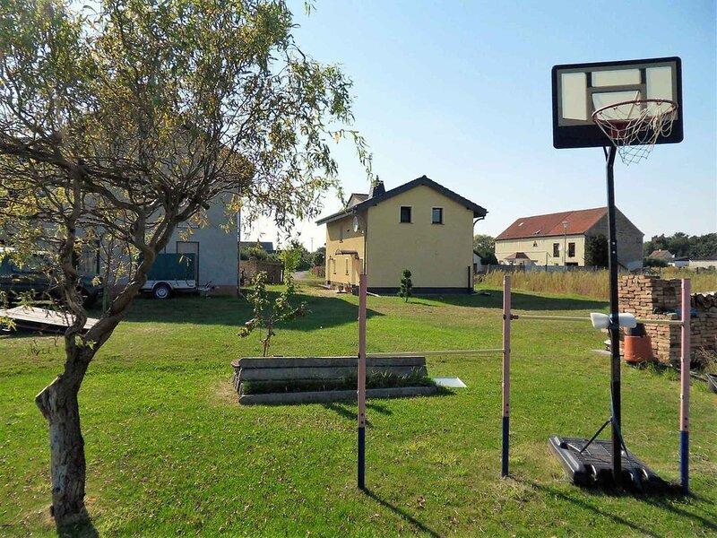 Ferienhaus Havelland für Familien in Seenähe, vacation rental in Brandenburg City