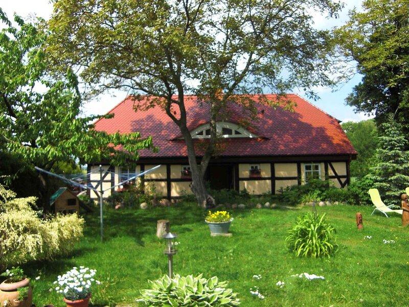 Ferienhaus mit Kaminofen, Terrasse und Blick in die Natur, location de vacances à Garz
