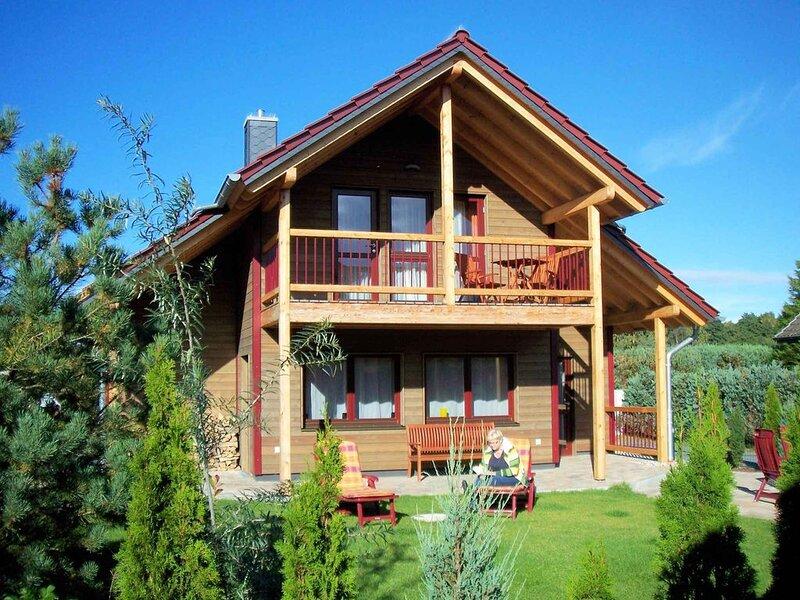Ferienhaus komfortabel mit Infrarotkabine und Garten, holiday rental in Zempin