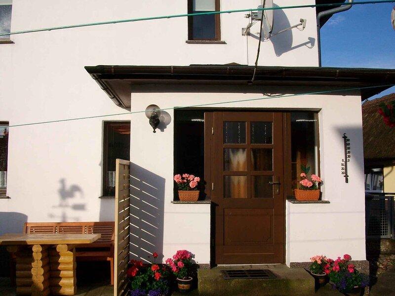 Ferienwohnung mit Kinderschaukel und Grillmöglichkeit, holiday rental in Uckeritz
