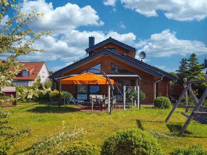Ferienhaus komfortabel mit Sauna und Garten, holiday rental in Zempin