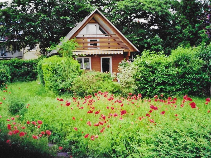 Ferienhaus mit Terrasse, Balkon und Grillmöglichkeit im Garten, casa vacanza a Zinnowitz