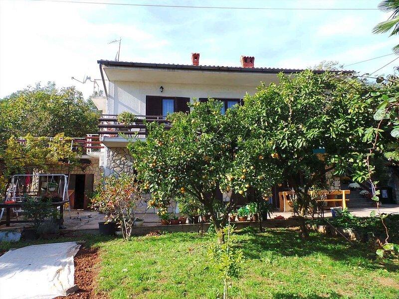 Ferienwohnung in ruhiger Lage mit großer Terrasse, holiday rental in Ika