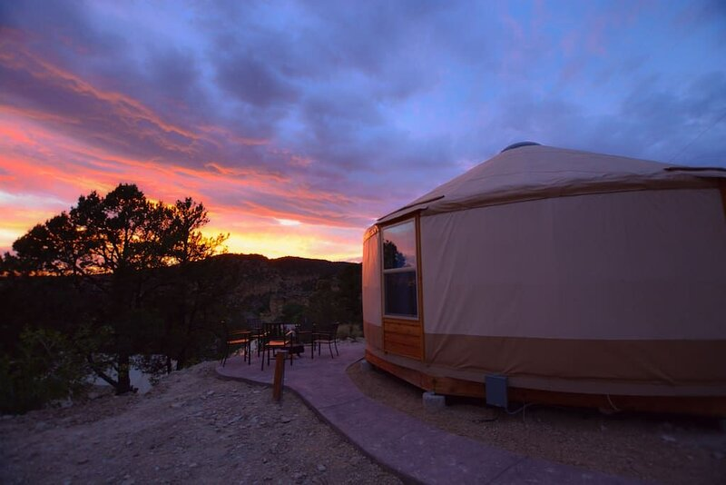 Yurt Overlook at East Zion Resort #10 (2King Beds), holiday rental in Mount Carmel