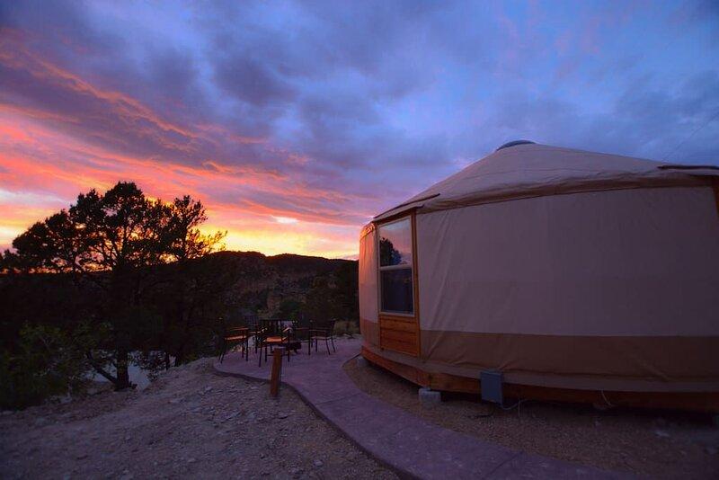 Yurt Overlook at East Zion Resort #10 (2King Beds), aluguéis de temporada em Glendale