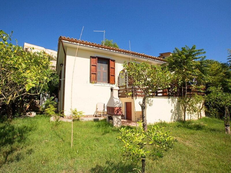 Pleasant, isolated cottage, holiday rental in Noto