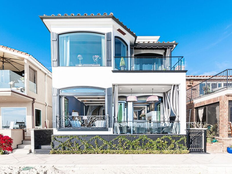 Premiere Coastal Elegance on the Bayfront Sands of Lido Isle, aluguéis de temporada em Newport Beach
