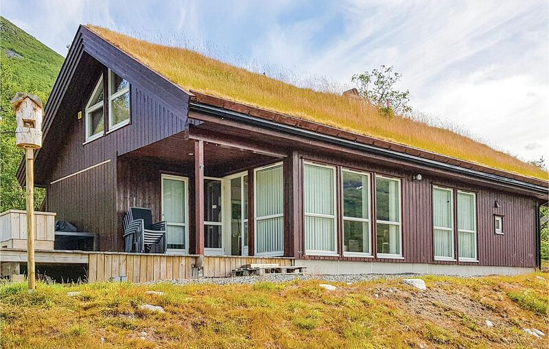 4 Zimmer Unterkunft in Stordal, holiday rental in Valldal
