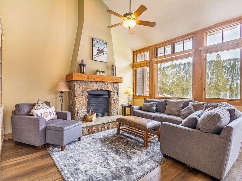 3-Bedroom Townhouse, Large Deck w/Mountain Views, Private Garage & Laundry, location de vacances à Keystone