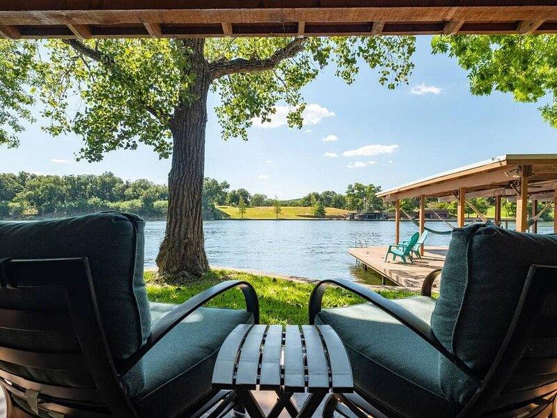 Casita Grove - 2 HOMES/WATERFRONT CASITA/BOAT LIFT, vacation rental in Buchanan Dam